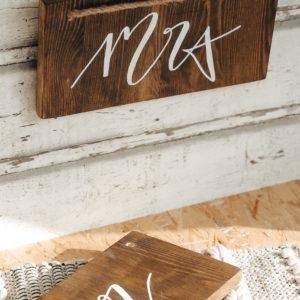 Mr. & Mrs Holzschilder für die Trauung