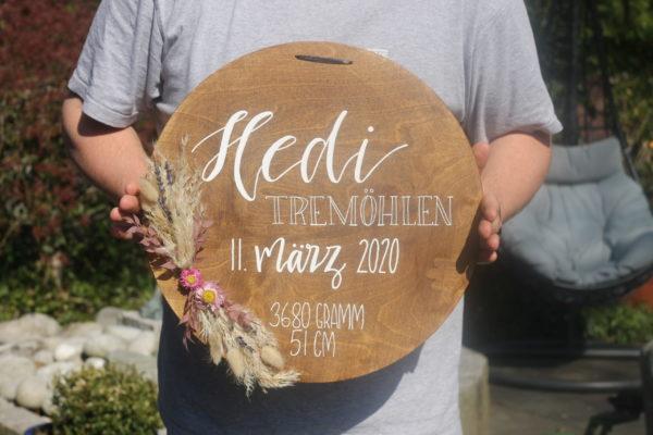 Das Holzschild mit Namen und Geburtsdaten ist eine schöne Geschenkidee zur Geburt oder Taufe. Ein tolles Geschenk für Jungen und Mädchen.