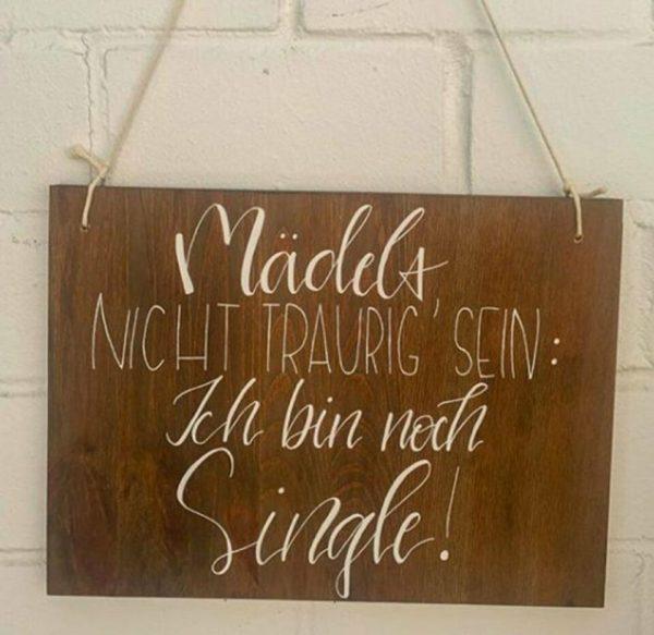 Holzschild für den Ringträger - Das Holzschild kann personalisiert werden.