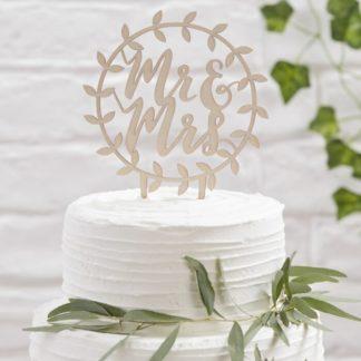 Moderner Caketopper aus Holz mit Lasercut für deine Hochzeitstorte