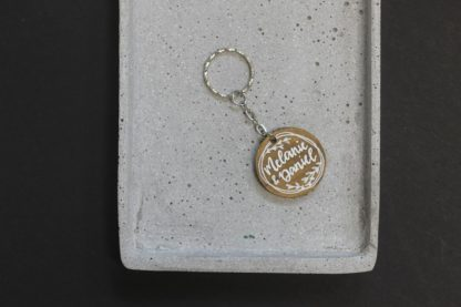 Schlüsselanhänger personalisierbar mit Blumenkranz, schöne Geschenkidee für Paare