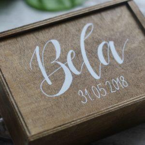 Geschenkidee zur Geburt: personalisierte Holzkiste für Erinnerungen als Geschenkidee